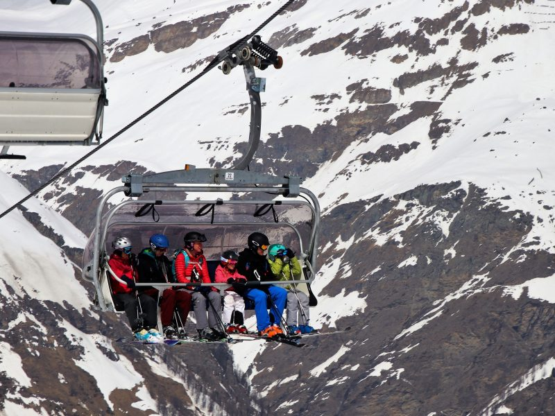 skiers-3304525_1920